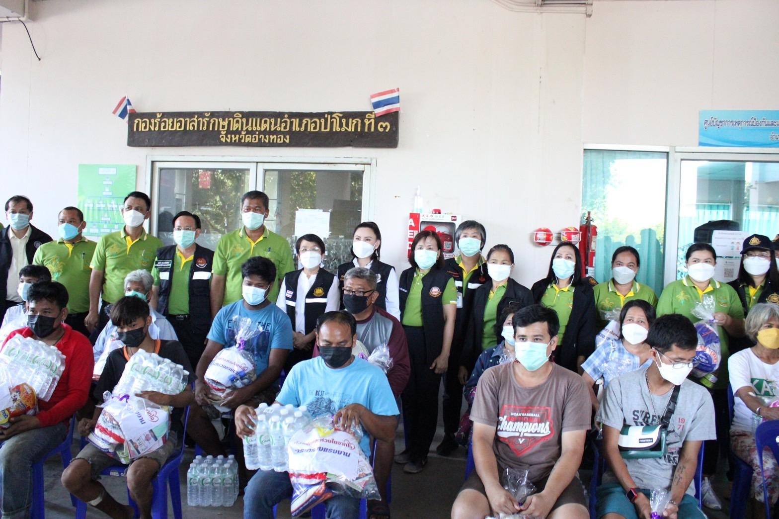 ที่ปรึกษารัฐมนตรีว่าการกระทรวงแรงงาน ตรวจเยี่ยมและมอบถุงยังชีพกับประชาชนผู้ประสบภัยน้ำท่วม