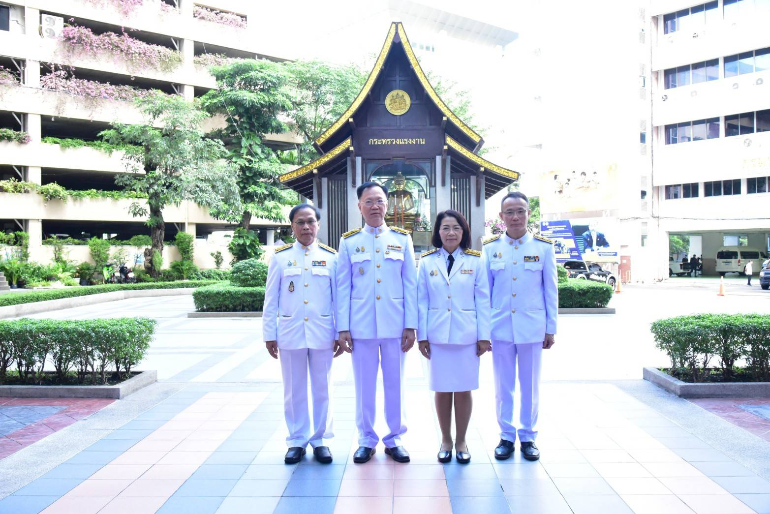 อธิบดีกรมการจัดหางาน ร่วมพิธีฯ เนื่องในโอกาสวันเฉลิมพระชนมพรรษา 3 มิถุนายน 2563
