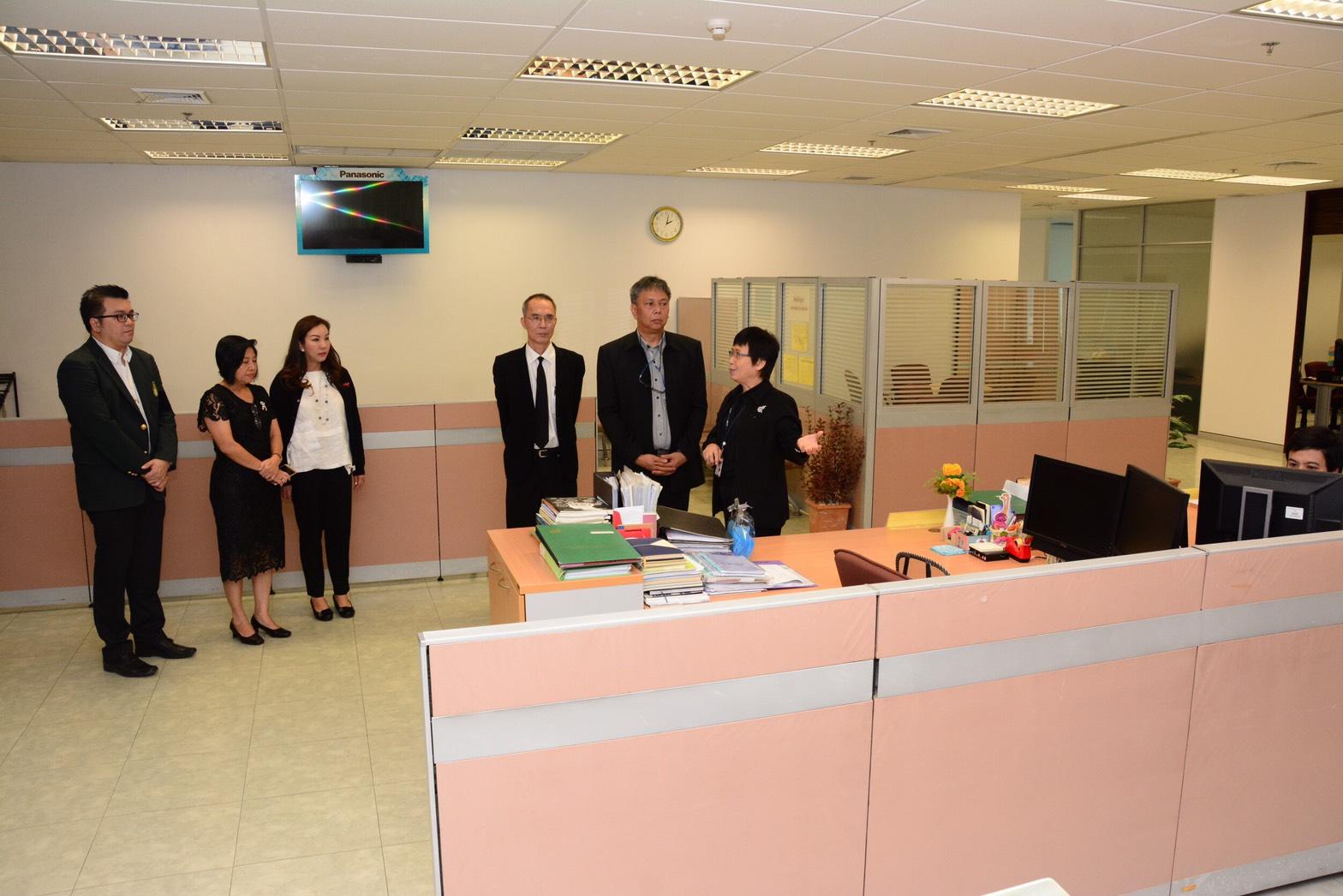 นายวรานนท์ ปีติวรรณ อธิบดีกรมการจัดหางาน ประชุมร่วมกับผู้อำนวยการศูนย์ประสานการบริการด้านการลงทุน สำนักงานคณะกรรมการส่งเสริมการลงทุน เพื่อทราบถึงเทคนิคและหลักการการดำเนินโครงการพัฒนาระบบนำร่องการจัดหาและพัฒนาระบบ Single Window ศูนย์บริการวีซ่าและใบอนุญาตท