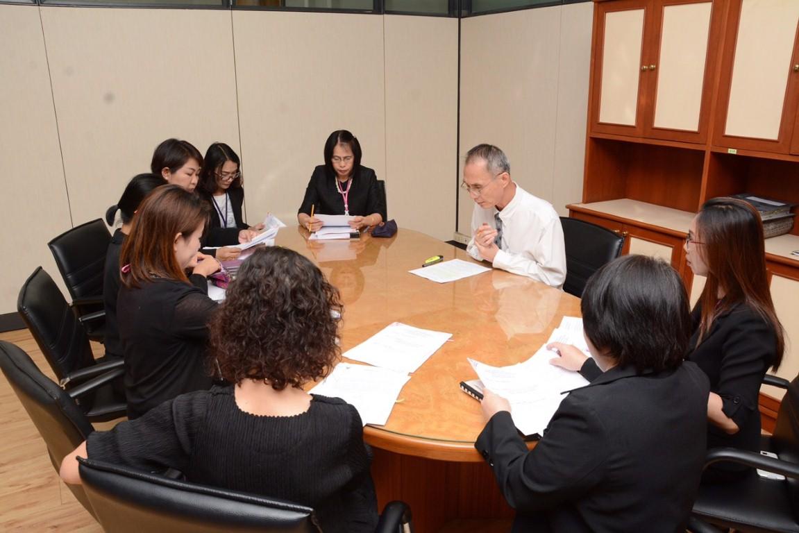 นายวิวัฒน์  จิระพันธุ์วานิช  รองอธิบดีกรมการจัดหางาน  เป็นประธานในการประชุมคณะกรรมการดำเนินการจ้างที่ปรึกษาโดยวิธีตกลงราคาเพื่อดำเนินการจัดตั้งสำนักงานคณะกรรมการบริหารแรงงานต่างด้าว  ณ  ห้องทำงาน  ชั้น  9  กรมการจัดหางาน