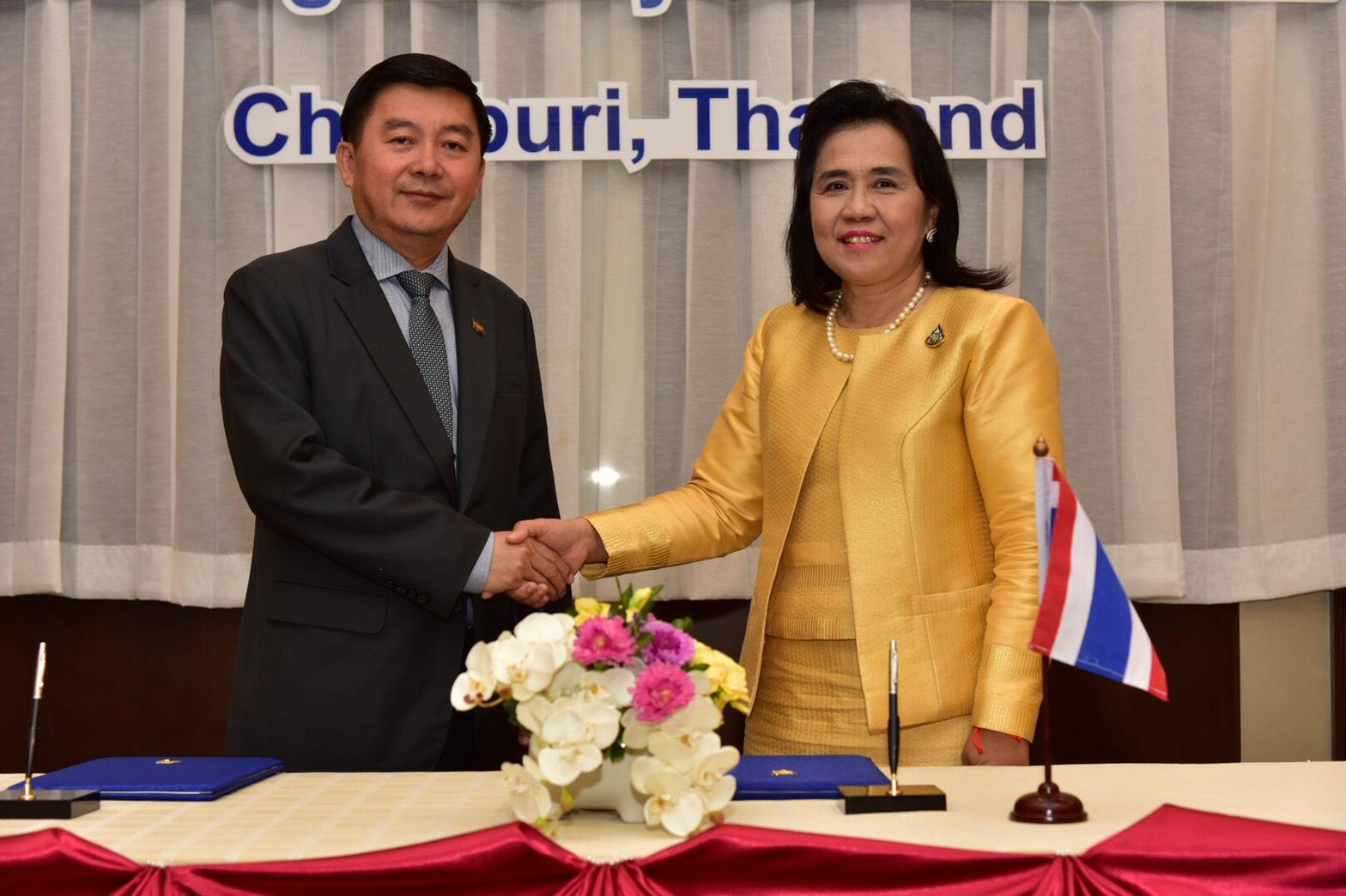 ทางการไทย-กัมพูชา หารือชื่นมื่น เตรียมความพร้อมนำเข้าแรงงานกัมพูชา หลังใบอนุญาตทำงานสิ้นสุด