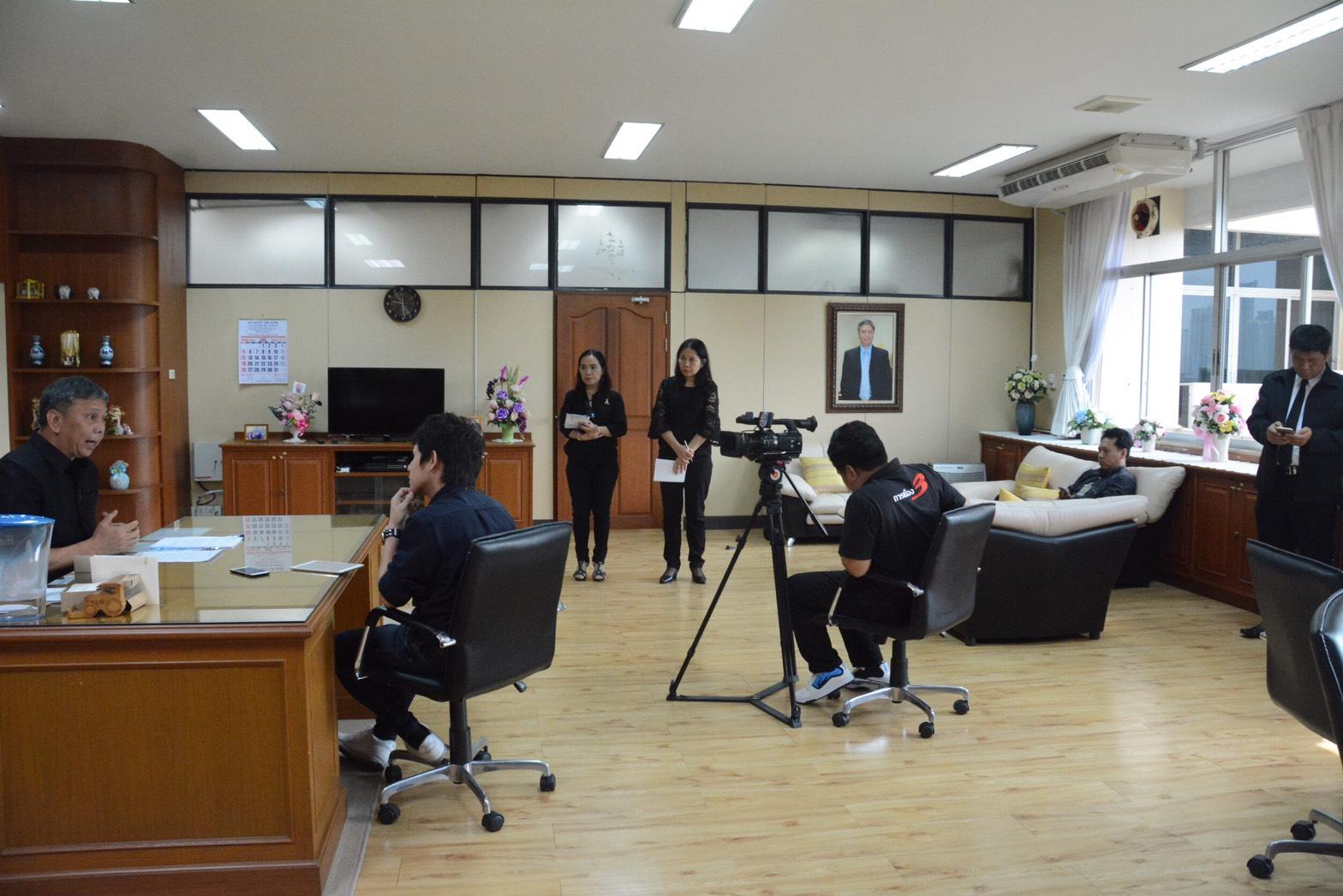 """นายวรานนท์ ปีติวรรณ อธิบดีกรมการจัดหางาน  ให้สัมภาษณ์ผู้สื่อข่าวสถานีโทรทัศน์ไทยทีวีสีช่อง 3 ประเด็น """"การจัดตั้งศูนย์ JOB COACH THAILAND CENTER"""" ศูนย์บ่มเพาะด้านวิชาชีพของคนพิการในประเทศไทย"""