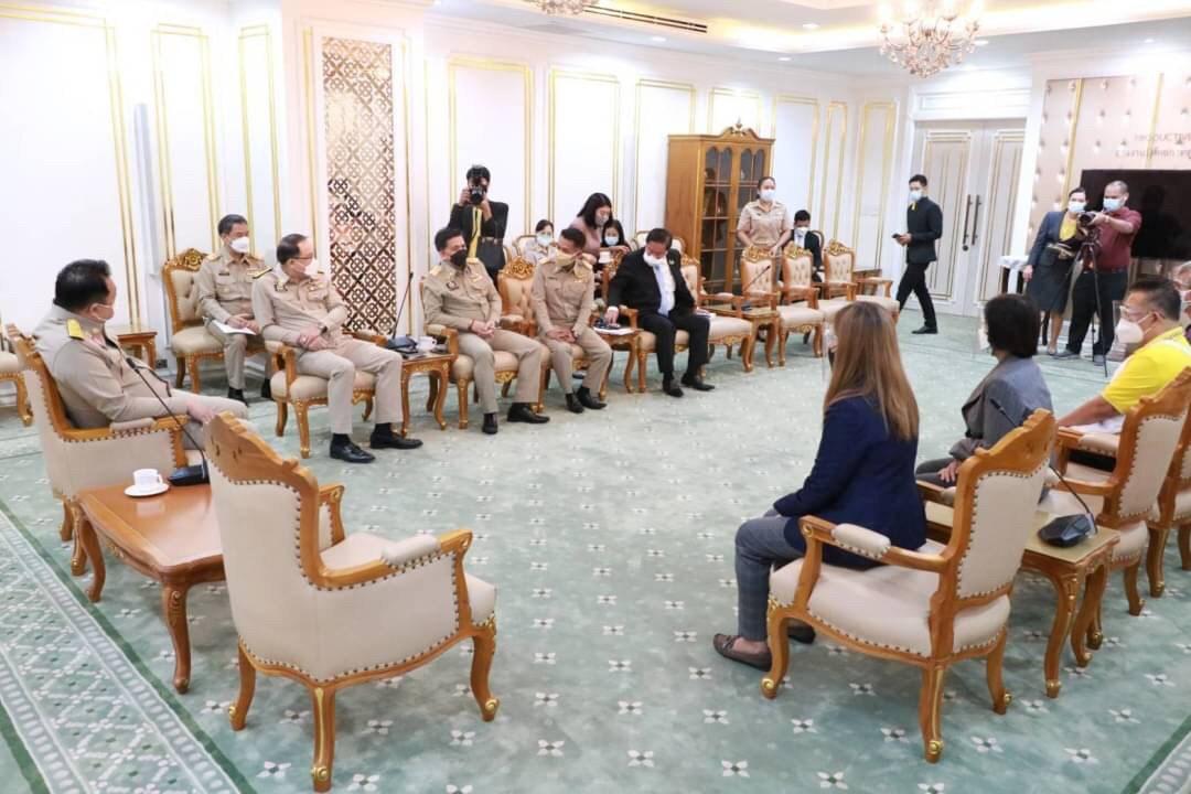 อธิบดีกรมการจัดหางาน ร่วมให้การต้อนรับประธานชมรมหาบเร่แผงลอยกรุงเทพมหานคร
