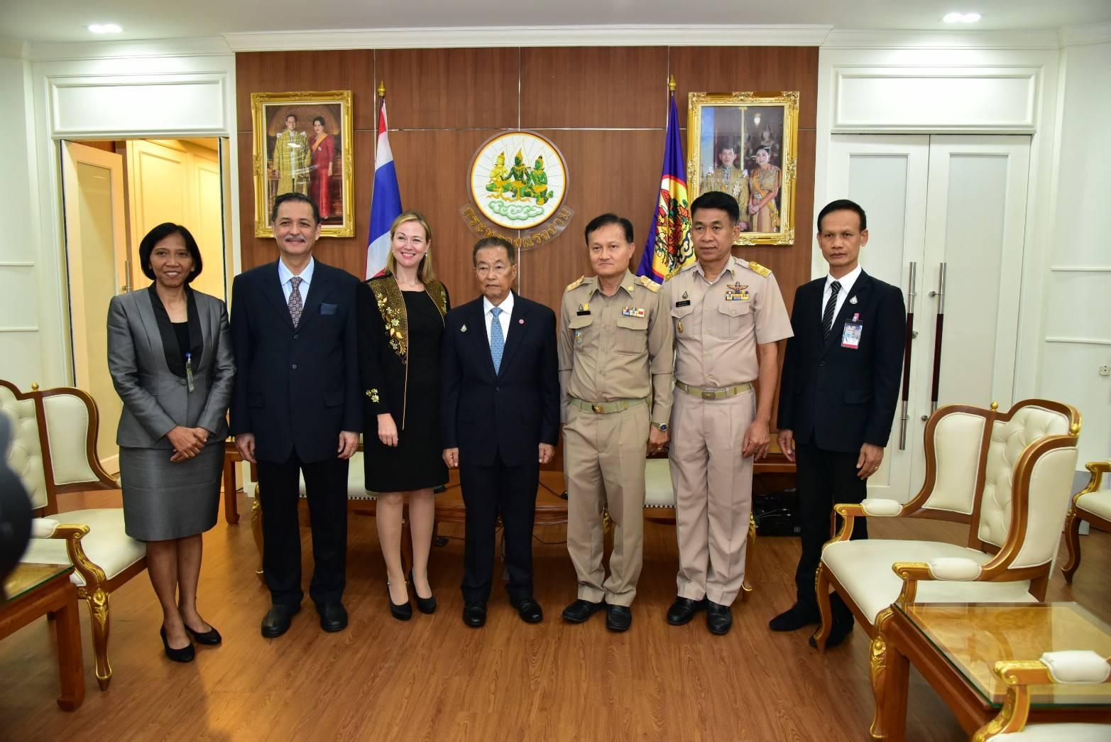 รองอธิบดีกรมการจัดหางาน ร่วมให้การต้อนรับ คณะหอการค้าอเมริกาในประเทศไทย ในโอกาสเข้าเยี่ยมคาราวะรัฐมนตรีว่าการกระทรวงแรงงาน
