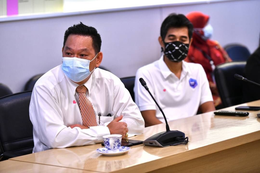 รองปลัดกระทรวงแรงงาน รักษาราชการแทนอธิบดีกรมการจัดหางาน  ให้โอวาทแก่คนงานไทยที่จะเดินทางไปทำงานไต้หวัน