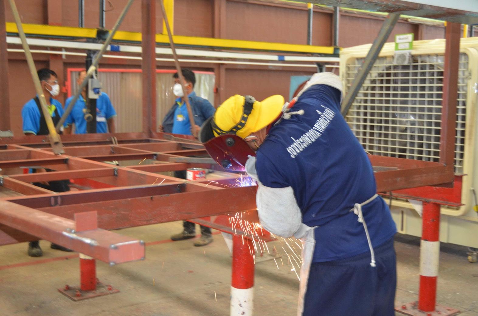 บิ๊ก ยุติธรรม - แรงงาน ลงพื้นที่โรงงานปทุมธานี ร่วมขับเคลื่อนสร้างอาชีพผู้ต้องขัง