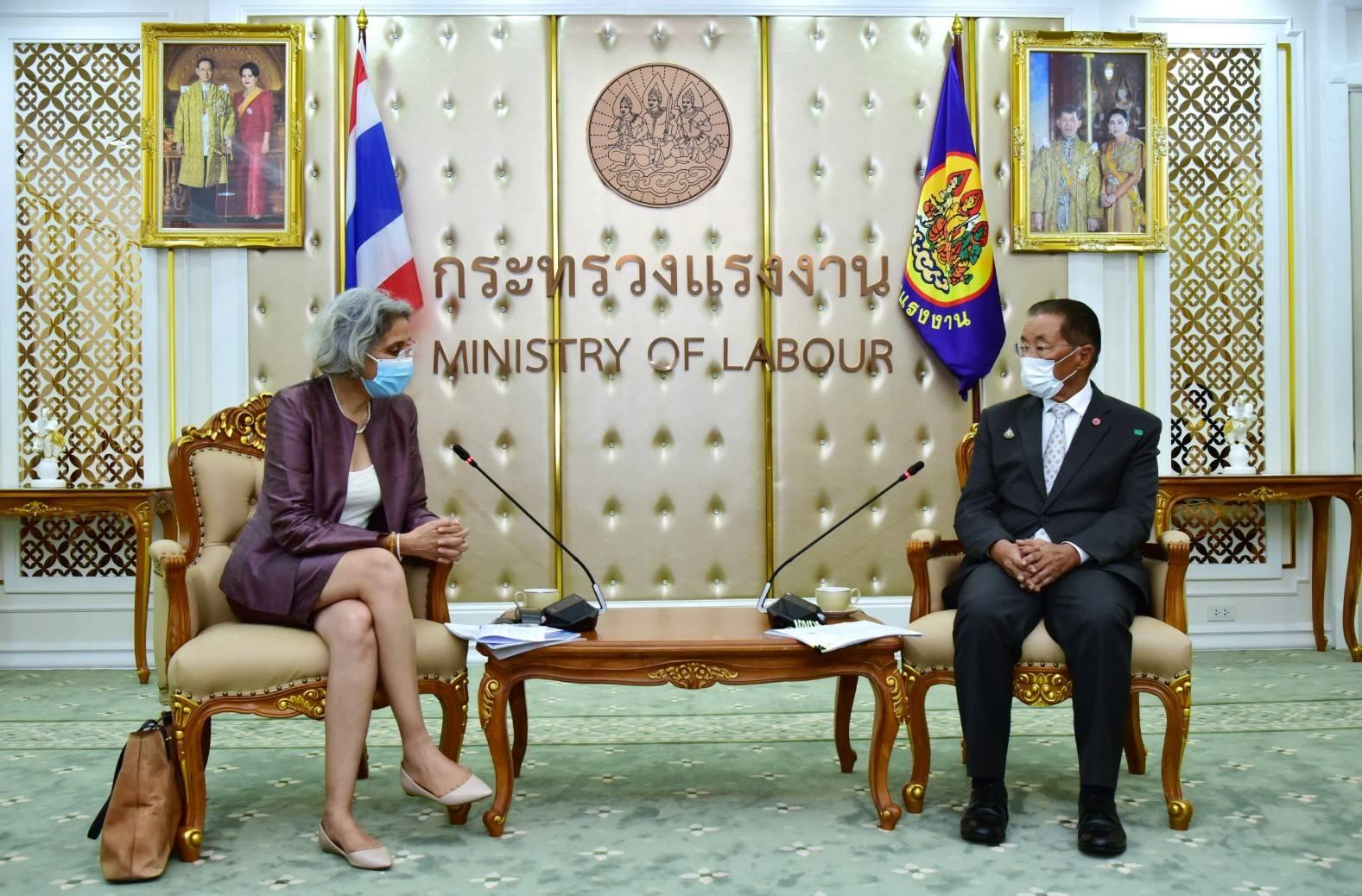 อธิบดีกรมการจัดหางาน ร่วมให้การต้อนรับผู้ประสานงานสหประชาชาติประจำประเทศไทย พร้อมด้วยผู้อำนวยการสำนักงานแรงงานระหว่างประเทศประจำประเทศไทย กัมพูชา และ สปป.ลาว