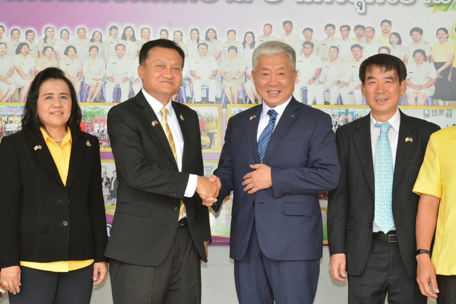 ปลัดแรงงานลงพื้นที่อุดรธานี นำ CEO HRD Korea เยี่ยมสนามทดสอบภาษาเกาหลี พร้อมหารือเพิ่มยอดโควตาฯ