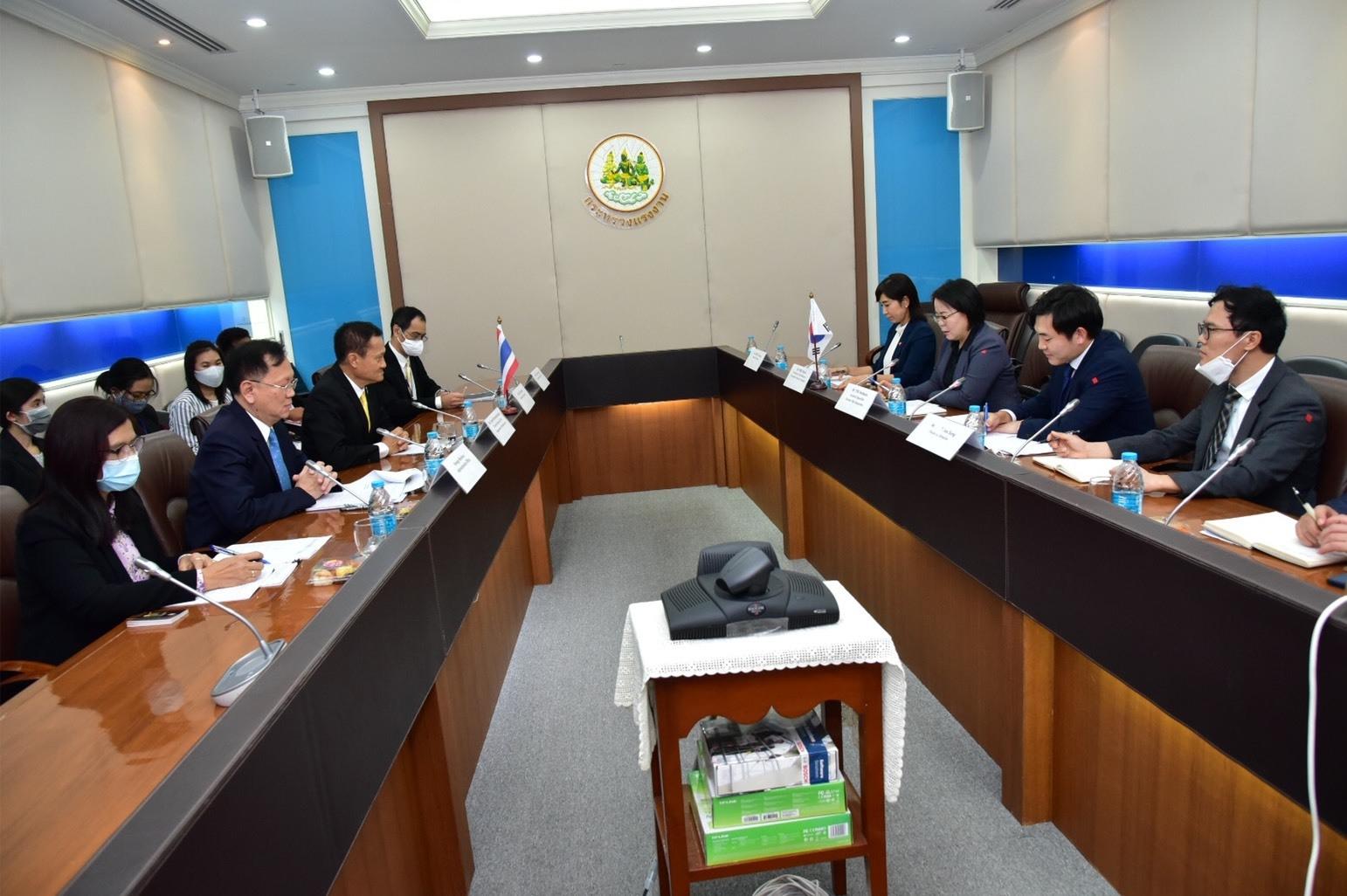 อธิบดีกรมการจัดหางาน ร่วมให้การต้อนรับ อัครราชทูตสาธารณรัฐเกาหลีประจำประเทศไทย
