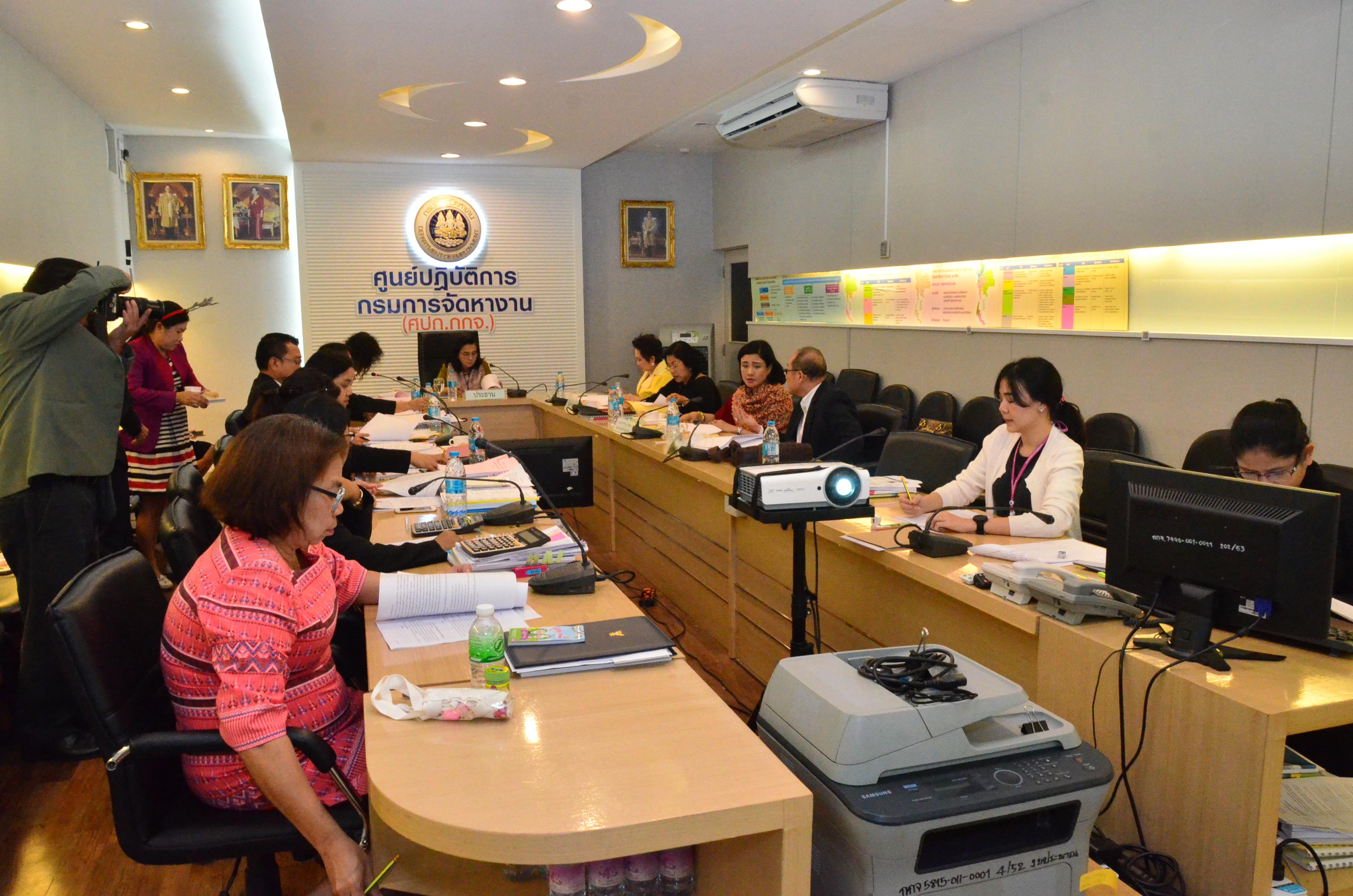 คณะกรรมการบริหารกองทุนเพื่อผู้รับงานไปทำที่บ้าน อนุมัติคำร้องขอกู้เงินฯ กว่า 1,000,000 บาท