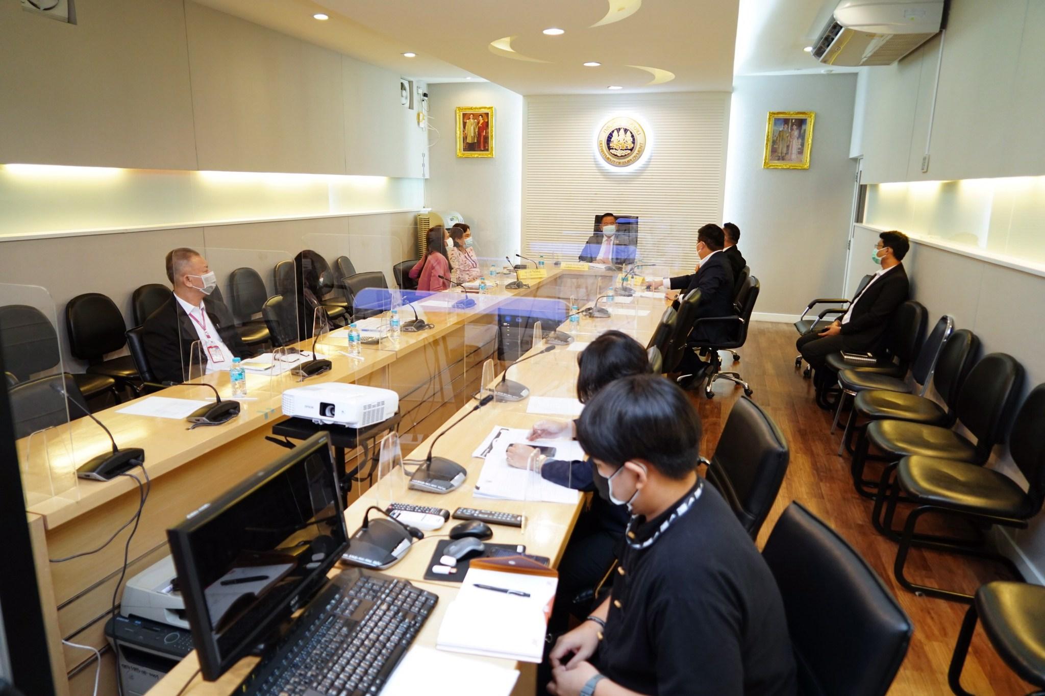 รองอธิบดีกรมการจัดหางาน ร่วมประชุมกับคณะคณะกรรมการกลั่นกรองเงินกู้ฯ พิจารณาโครงการส่งเสริมและรักษาระดับการจ้างงานในธุรกิจ SMEs