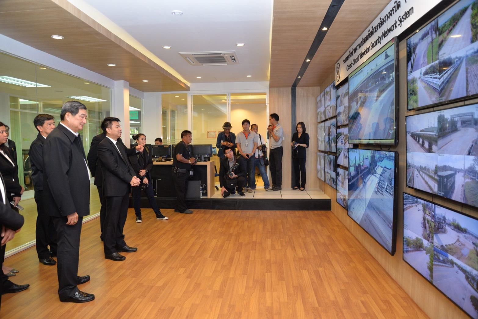 พลเอก ศิริชัย ดิษฐกุล พร้อมด้วยผู้บริหารระดับสูง กระทรวงแรงงาน เดินทางไปตรวจเยี่ยม และรับฟังมาตรการความปลอดภัยในการทำงานจังหวัดระยอง ภาพรวมการดำเนินงานของการนิคมอุตสาหกรรมแห่งประเทศไทย และการบริหารจัดการด้านสิ่งแวดล้อมและความปลอดภัยในกลุ่มนิคมอุตสาหกรรมแล