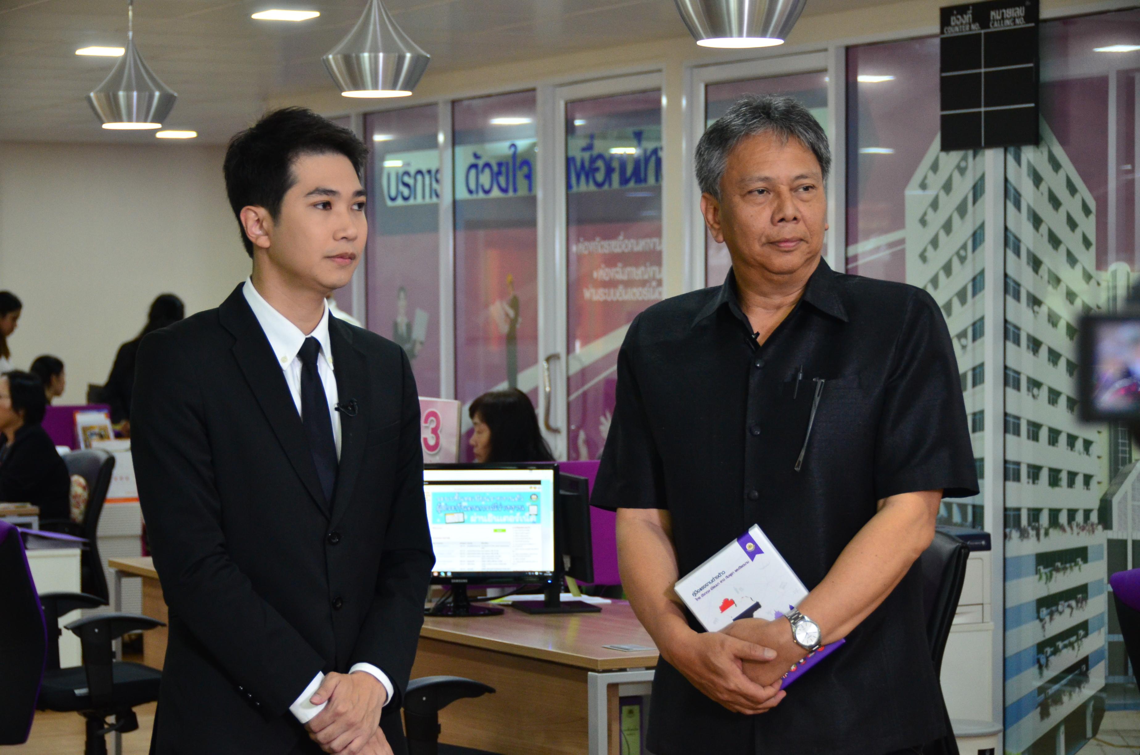 นายวรานนท์  ปีติวรรณ  อธิบดีกรมการจัดหางาน ให้สัมภาษณ์สื่อมวลชน ณ ศูนย์บริการจัดหางานเพื่อคนไทย (Smart Job Center) อาคารด้านหน้ากระทรวงแรงงาน