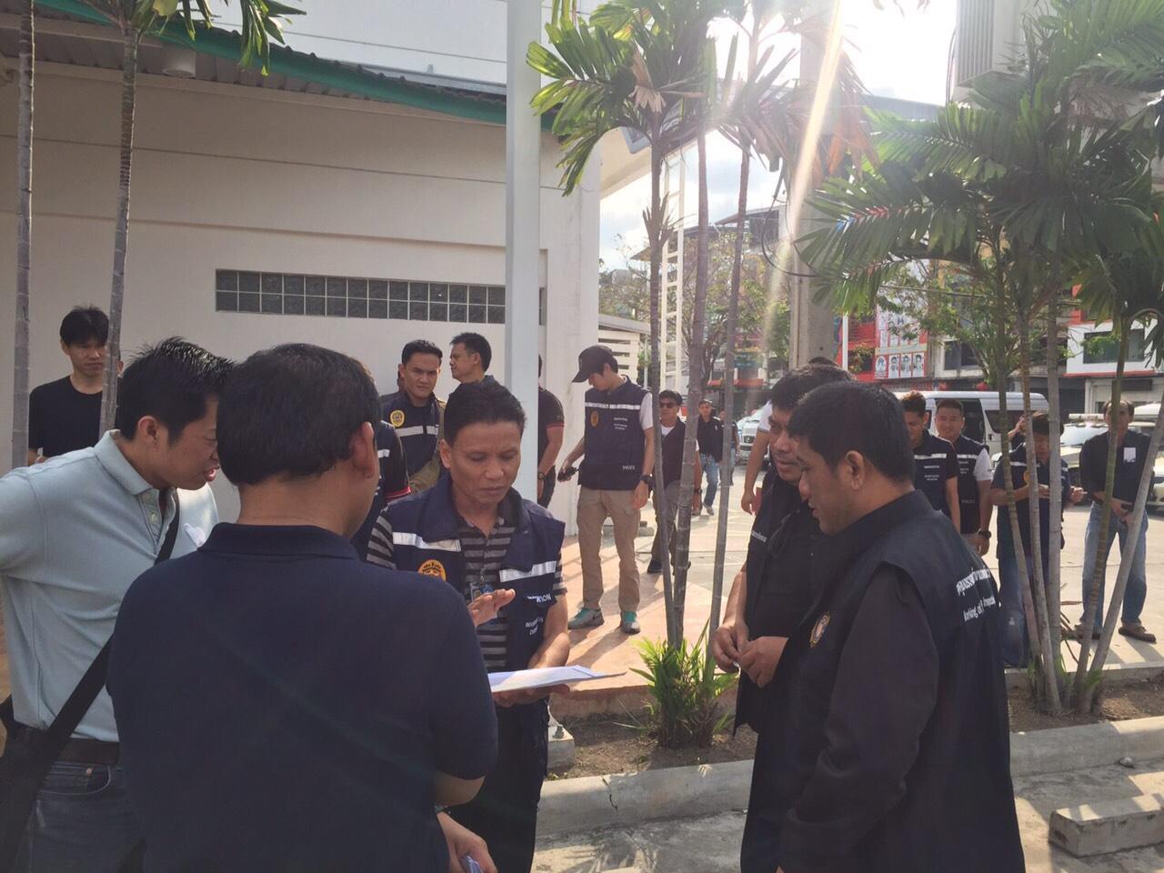 กรมการจัดหางานร่วมกับตำรวจตรวจคนเข้าเมืองบุกจับนายจ้างและแรงงานต่างด้าวย่านตลาดทุ่งครุ 45 ราย เป็นแรงงานต่างด้าว 37 ราย นายจ้าง 8 ราย พบเป็นชาวกัมพูชา ลาว เมียนมา ลักลอบเข้ามาทำงานค้าขายสินค้า