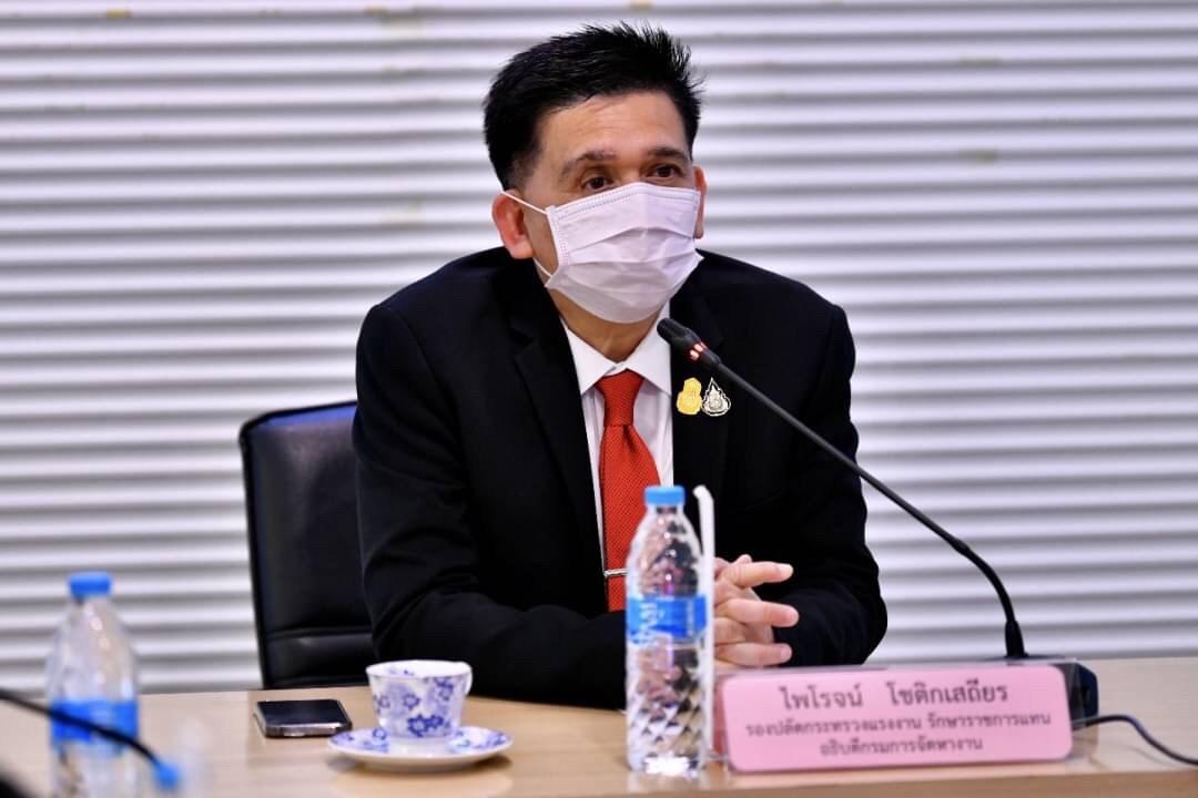 รองปลัดกระทรวงแรงงาน รักษาราชการแทนอธิบดีกรมการจัดหางานให้โอวาทแก่คนงานไทยที่จะเดินทางไปทำงานไต้หวัน
