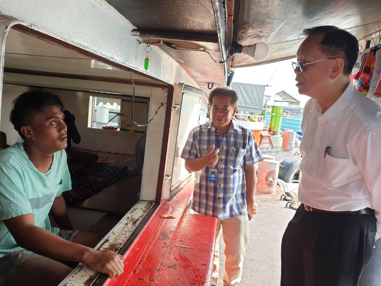 รองอธิบดีกรมการจัดหางาน ประชุมหารือกับคณะเจ้าหน้าที่ของเทศบาลตำบลเกาะสีชัง