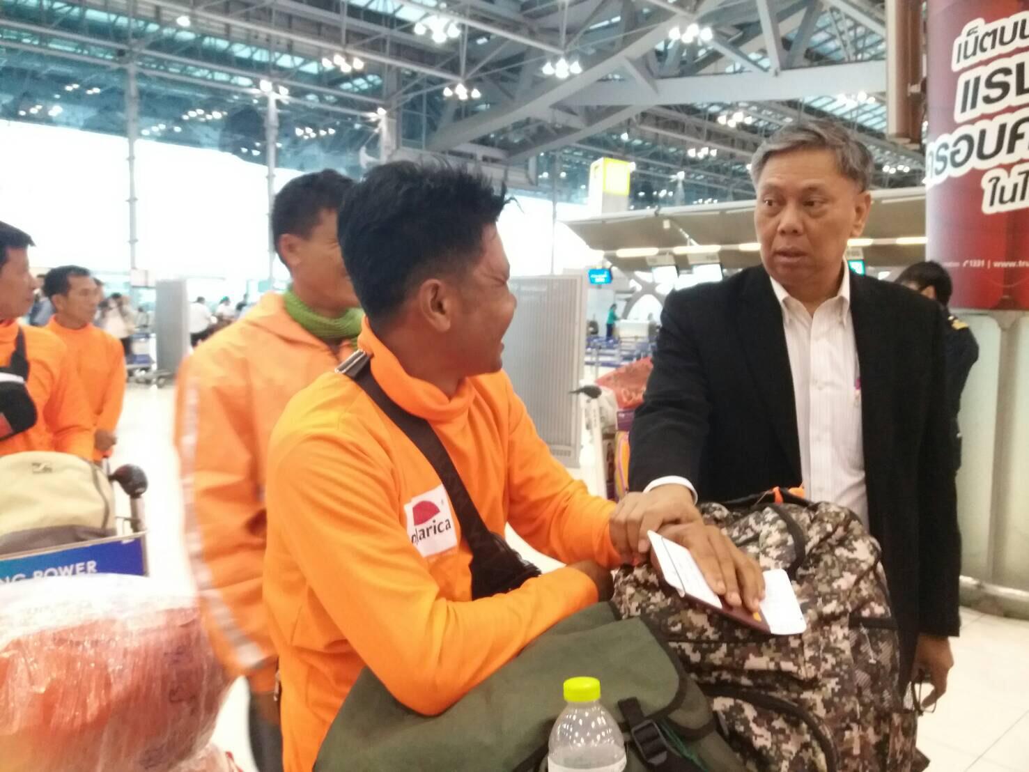 กระทรวงแรงงานเผย ! ช่วงครึ่งเดือนกรกฎาคม '60 แรงงานไทยบินไปเก็บผลไม้ป่าแล้วร่วม 5,000 คน
