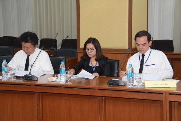 ประชุมคณะกรรมการกองทุนเพื่อช่วยเหลือคนหางานไปทำงานในต่างประเทศ ครั้งที่ 2/2560 ที่ห้องประชุม เทียนอัชกุล  ชั้น 10 กรมการจัดหางาน