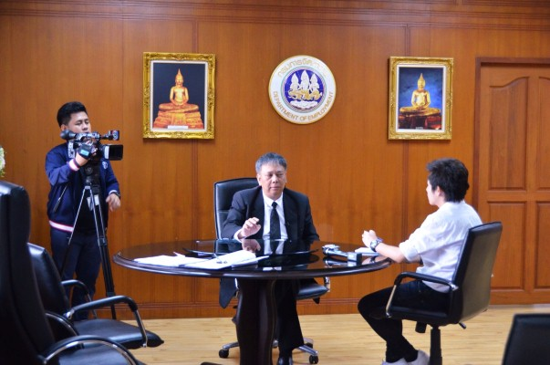 นายวรานนท์ ปีติวรรณ อธิบดีกรมการจัดหางาน ให้สัมภาษณ์ผู้สื่อข่าวสถานีโทรทัศน์ไทยทีวีสีช่อง 3 ประเด็น