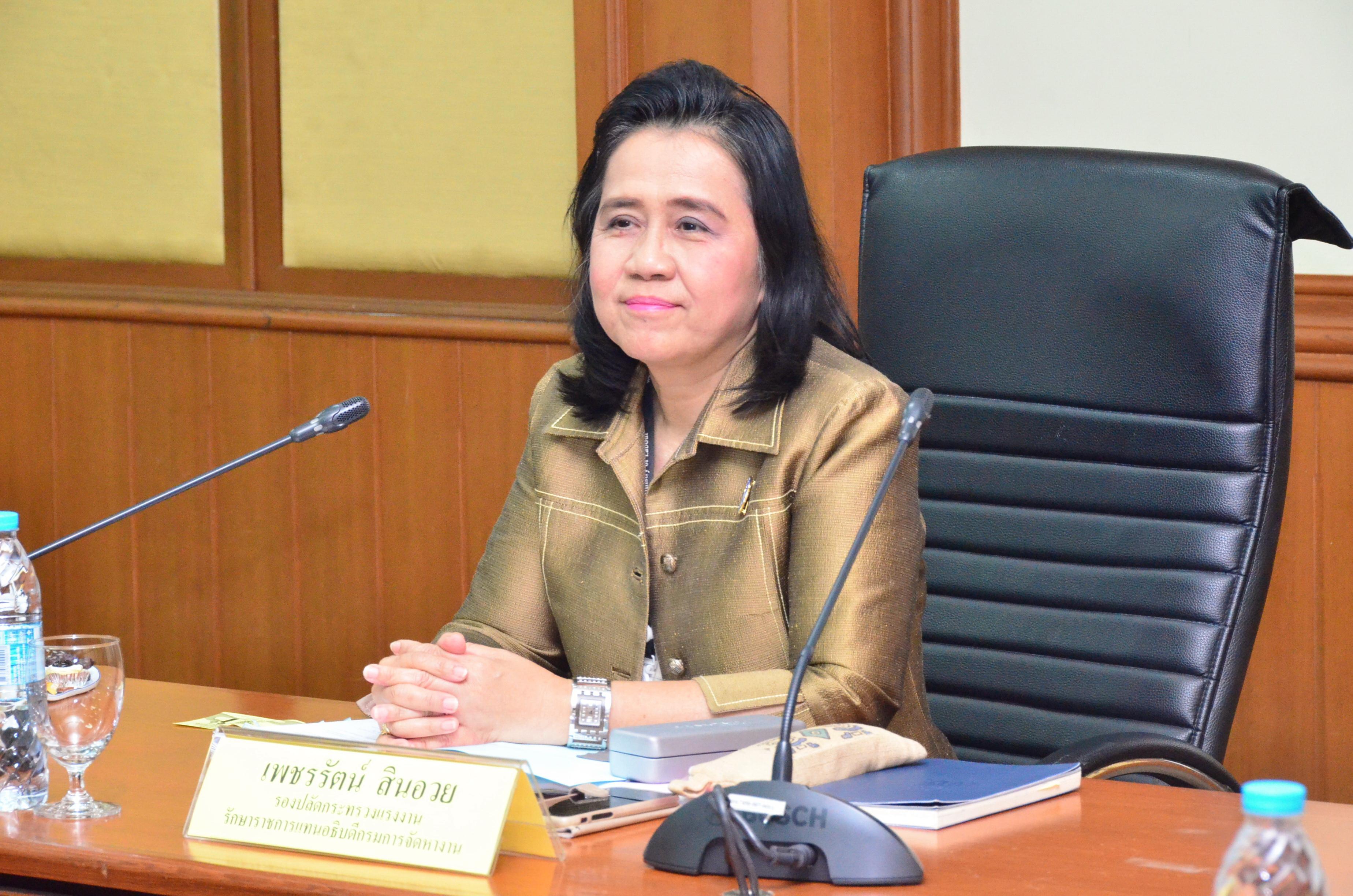 นางเพชรรัตน์ สินอวย รองปลัดกระทรวงแรงงาน รักษาราชการแทนอธิบดีกรมการจัดหางาน  เป็นประธานในการประชุมกรมการจัดหางาน ครั้งที่ 9/2561
