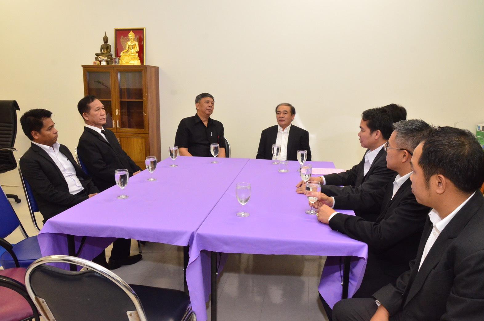 นายวรานนท์ ปีติวรรณ อธิบดีกรมการจัดหางาน ให้การต้อนรับ ดร.คำแพง ไซสมแพง รัฐมนตรีว่าการกระทรวงแรงงานและสวัสดิการสังคม สาธารณรัฐประชาธิปไตยประชาชนลาว ในโอกาสที่เดินทางมาตรวจเยี่ยมศูนย์ตรวจสัญชาติแรงงานลาว ณ ชั้น 3 ศูนย์การค้าไอที สแควร์ เขตหลักสี่กรุงเทพฯ