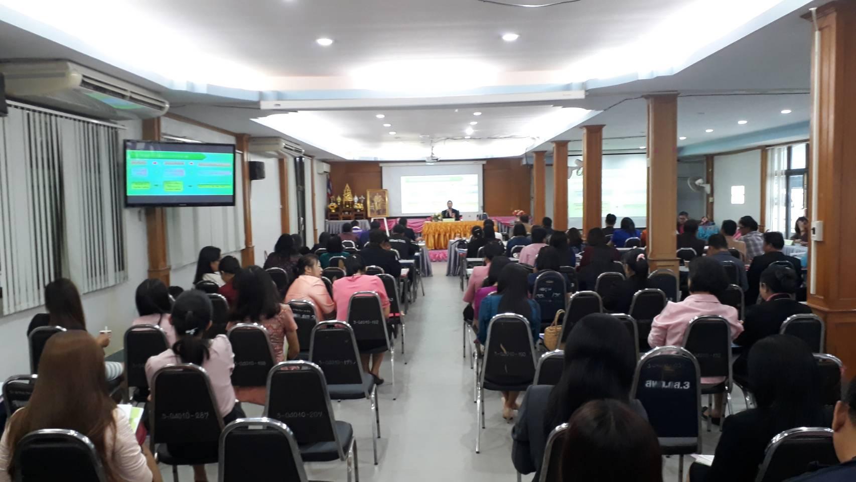 จัดประชุมเรื่องโครงการเพิ่มทักษะด้านอาชีพแก่นักเรียนครอบครัวยากจนที่ไม่ได้เรียนต่อหลังจบการศึกษา