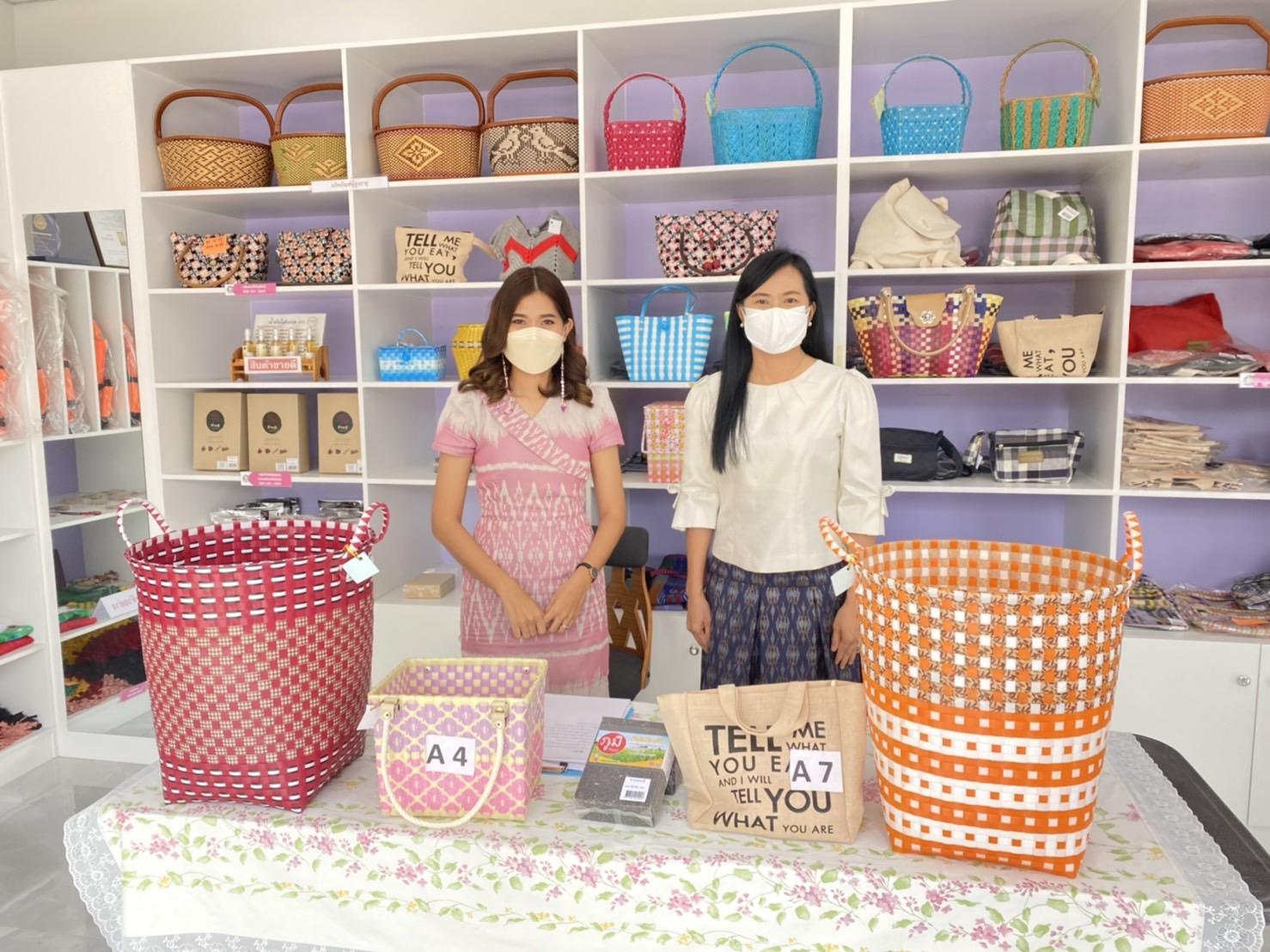Live สด : ศูนย์แสดงและจำหน่ายผลิตภัณฑ์กลุ่มผู้รับงานไปทำที่บ้านจังหวัดกาญจนบุรี