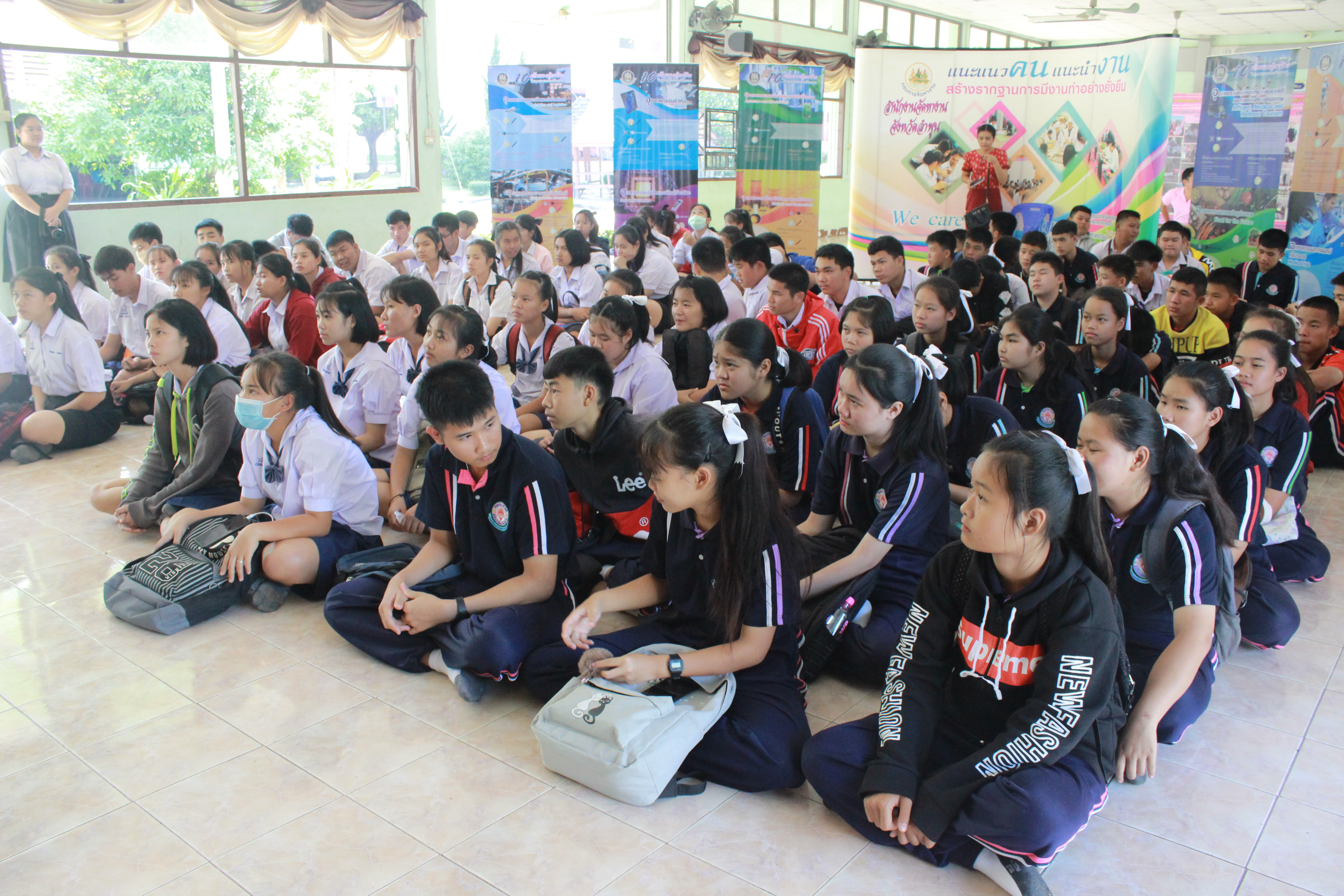 ดำเนินโครงการเตรียมความพร้อมแก่กำลังแรงงาน กิจกรรมแนะแนวอาชีพให้นักเรียน นักศึกษา
