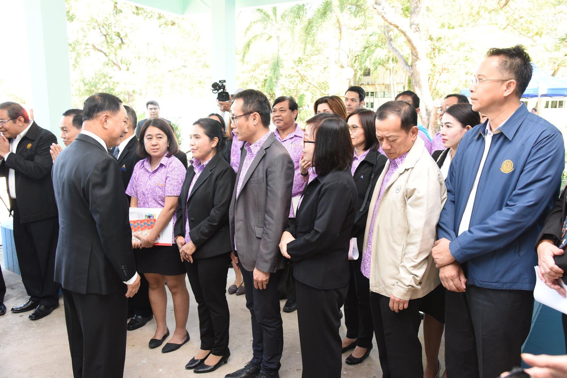 รัฐมนตรีว่าการกระทรวงแรงงาน พร้อมคณะ ลงพื้นที่ตรวจความพร้อมของสถานที่ตั้งศูนย์บริหารแรงงานฯ