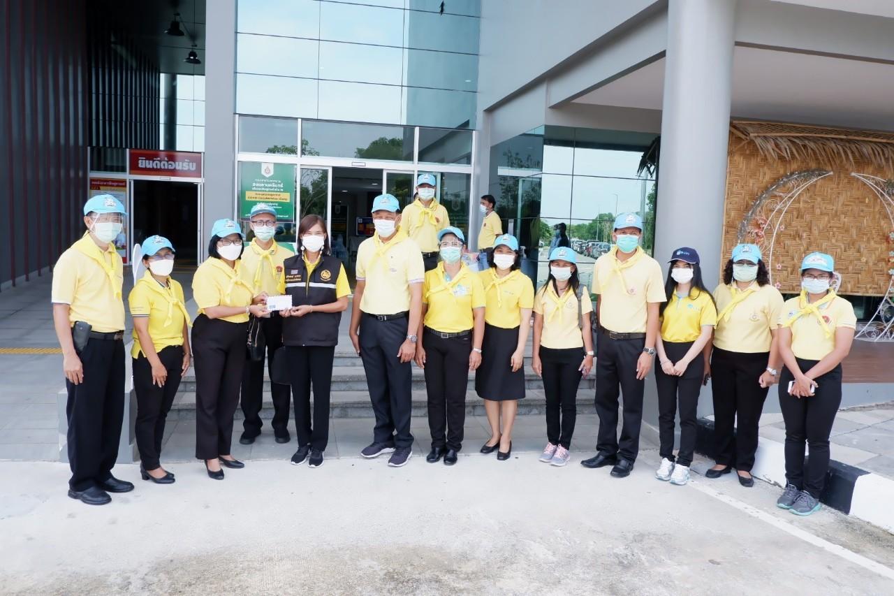 ร่วมมอบสิ่งของให้กับโรงพยาบาลสนาม ศูนย์บริบาลผู้สูงอายุ องค์การบริการส่วนจังหวัดสงขลา