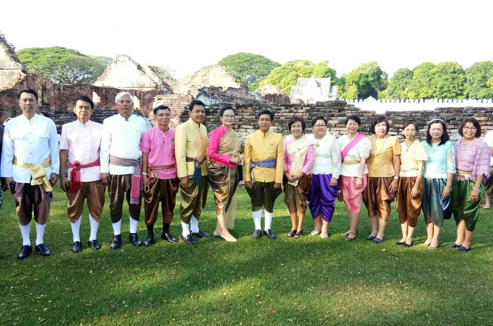 ร่วมกิจกรรมประชาสัมพันธ์แต่งไทย (เคาะประตู) งานแผ่นดินสมเด็จพระนารายณ์หมหาราช