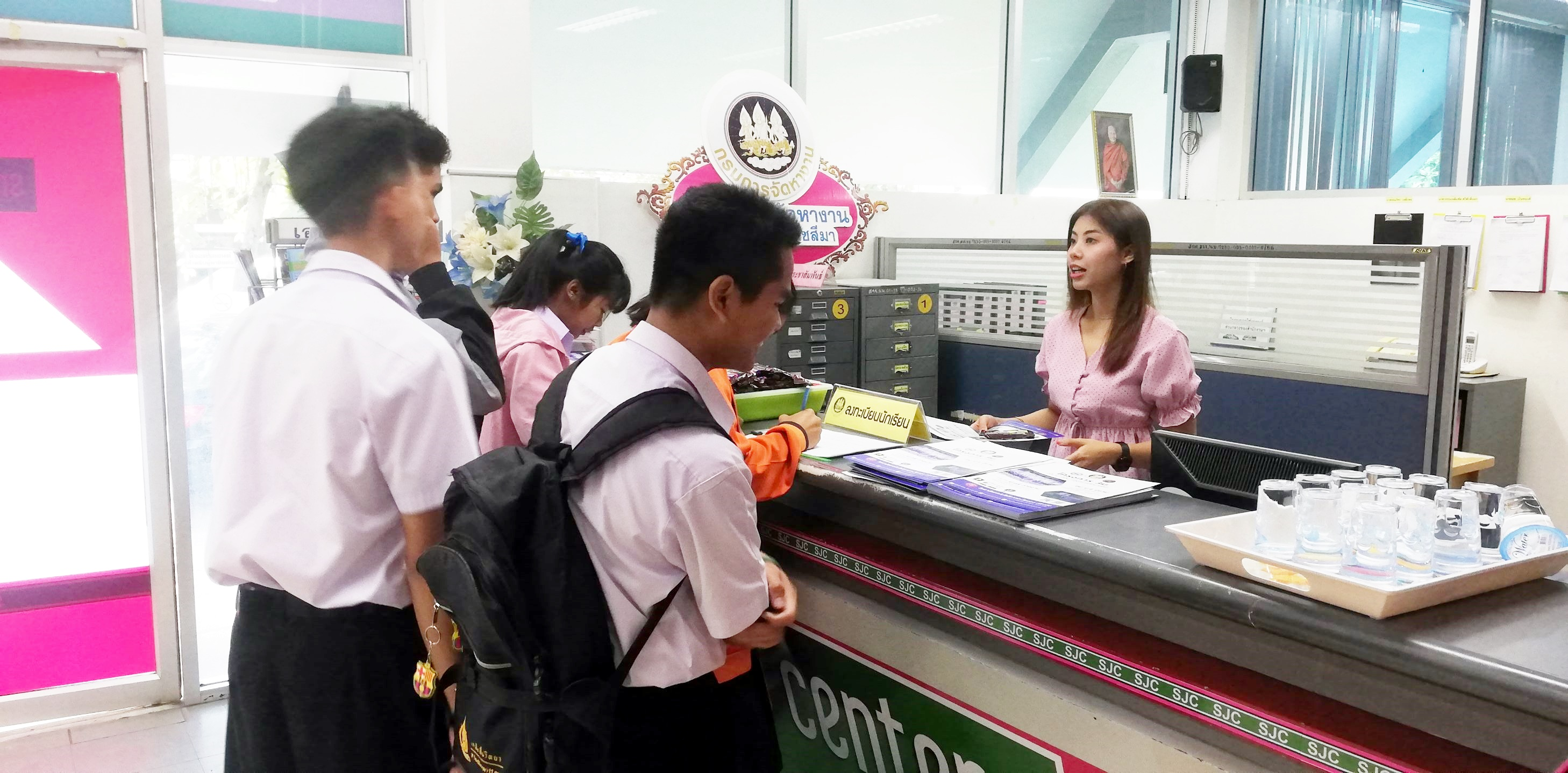 การสัมภาษณ์เพื่อคัดเลือกนักเรียนเข้าร่วมโครงการ 3 ม. (มีงาน มีเงิน มีวุฒิการศึกษาเพิ่ม) ประจำปี 2563
