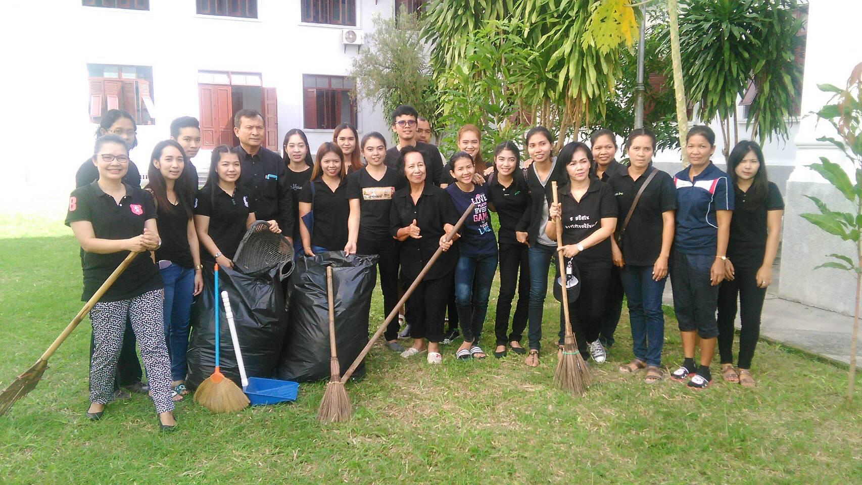 ทำความสะอาดสำนักงานและสถานที่สาธารณะที่รับผิดชอบ ณ ศาลากลางจังหวัดนครศรีธรรมราช