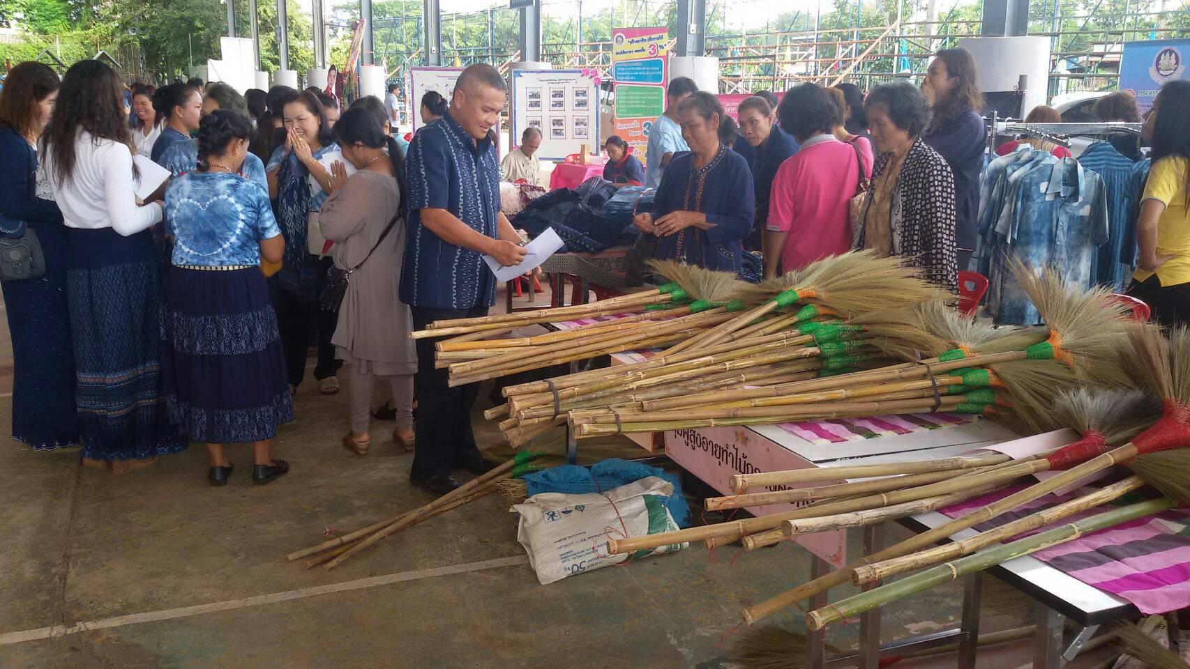 สำนักงานจัดหางานจังหวัดสกลนคร ร่วมจัดกิจกรรมกับหน่วยงานสังกัดกระทรวงแรงงานในจังหวัดสกลนคร โครงการสาน-สร้าง-เสริมสุขแรงงานไทย ประจำปี2559