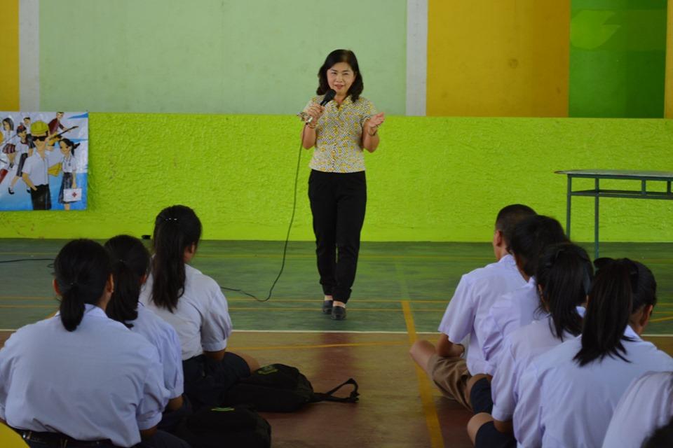 """จัดหางานจังหวัดสิงห์บุรี กล่าวให้โอวาทในโครงการ TARO To School """"ตามหาตัวตน ค้นหาความฝัน"""""""